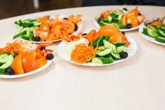在桌上的分类欢乐开胃菜 图库摄影