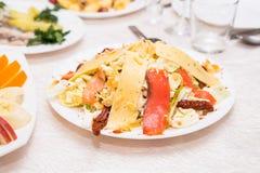 在桌上的分类欢乐开胃菜 免版税图库摄影