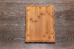 在桌上的切板 免版税库存图片