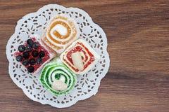 在桌上的土耳其快乐糖 免版税库存图片