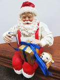 在桌上的圣诞老人 免版税库存照片