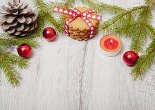 在桌上的圣诞节装饰 库存图片