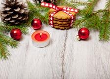 在桌上的圣诞节装饰 库存照片