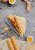 在桌上的奶蛋烘饼 库存图片