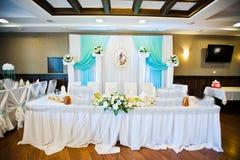 在桌上的婚礼装饰 库存图片