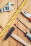 在桌上的工具 免版税库存照片
