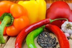 在桌上的新鲜蔬菜 库存照片