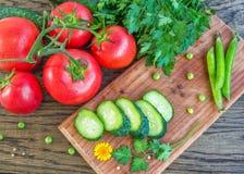 在桌上的新鲜蔬菜 免版税图库摄影