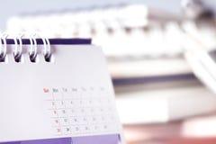 在桌上的日历页 免版税图库摄影