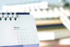 在桌上的日历页 库存照片
