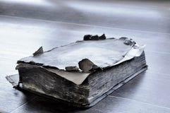 在桌上的旧书 免版税库存图片