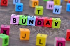 在桌上的星期天词 库存照片