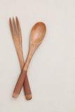在桌上的木匙子 免版税图库摄影