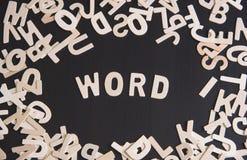 在桌上的木字母表词 对usb的概念连接数想法互联网租用线路 免版税库存图片