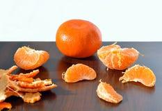 在桌上的橙色成熟普通话 免版税库存照片