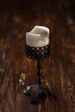 在桌上的烛台 免版税库存照片