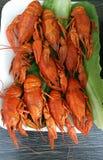 在桌上的煮沸的小龙虾 免版税库存照片