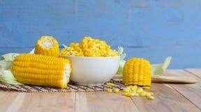 在桌上的玉米 图库摄影