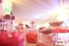 在桌上的糖果自助餐 免版税库存照片