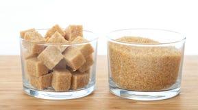 在桌上的红糖 免版税库存图片