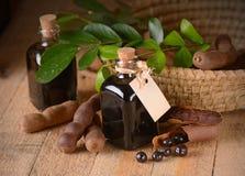 在桌上的罗望子树糖浆 免版税库存图片