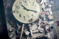 在桌上的老时钟 库存照片