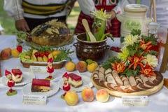 在桌上的自创食物,收获节日, GÃ ³镭PuÅ 'awska, 08 2013年,波兰 免版税库存图片