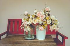 在桌上的花瓶 库存图片