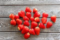 在桌上的草莓特写镜头 免版税库存图片