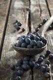 在桌上的蓝莓 免版税库存图片