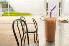 在桌上的被冰的咖啡,不锈钢 图库摄影