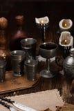 在桌上的被烧的蜡烛 免版税库存照片