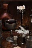 在桌上的被烧的蜡烛 免版税图库摄影