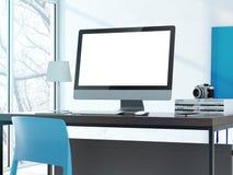在桌上的计算机在现代演播室 免版税库存照片