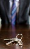 在桌上的议院钥匙 库存图片