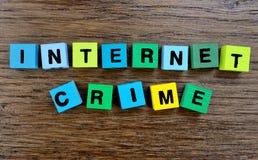 在桌上的词互联网罪行 免版税图库摄影