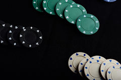 在桌上的赌博芯片 免版税库存图片