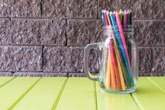 在桌上的铅笔 免版税库存图片