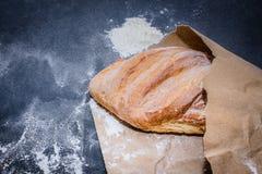 在桌上的面包从火炉 库存图片