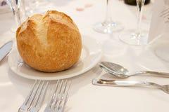 在桌上的面包小圆面包 库存图片