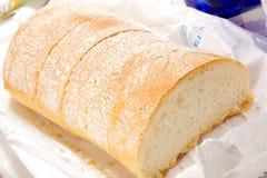 在桌上的面包 免版税库存图片