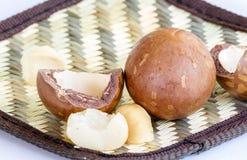 在桌上的鲕梨种子 免版税库存照片