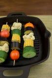 在桌上的Grillin素食者 免版税库存图片