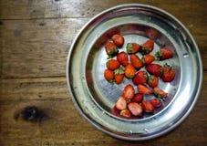 在桌上的Starwberry果子,Ariani Fadhilah西雷加尔的房子 免版税图库摄影
