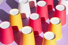 在桌上的Upterned杯子 免版税图库摄影