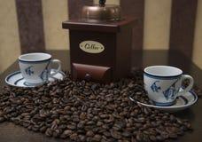 在桌上驱散的无奶咖啡 免版税库存图片