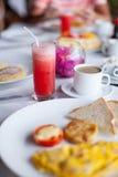 在桌关闭的健康早餐 免版税图库摄影