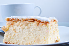 在桌关闭的蛋糕拿破仑 免版税图库摄影