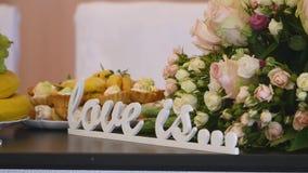 在桌婚礼的信件 免版税库存照片