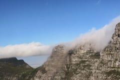 在桌山的雾在开普敦 库存图片